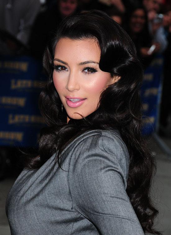 Kim Kardashian outside The Ed Sullivan Theater in New York City (October 1st 2009)