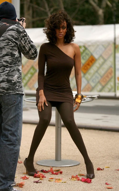 Tyra Banks on the set of a new photoshoot in New York City (October 12th 2009)
