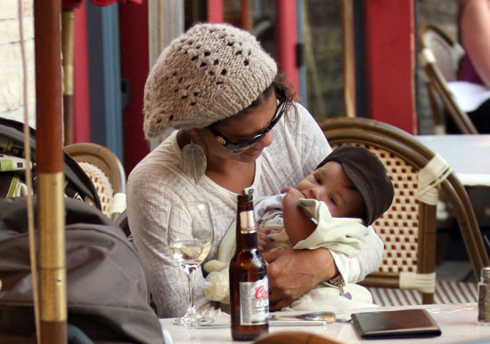 Bobby Brown's girlfriend Alicia Etheridge and their son Cassius eating lunch in Hollywood, CA - November 16th 2009