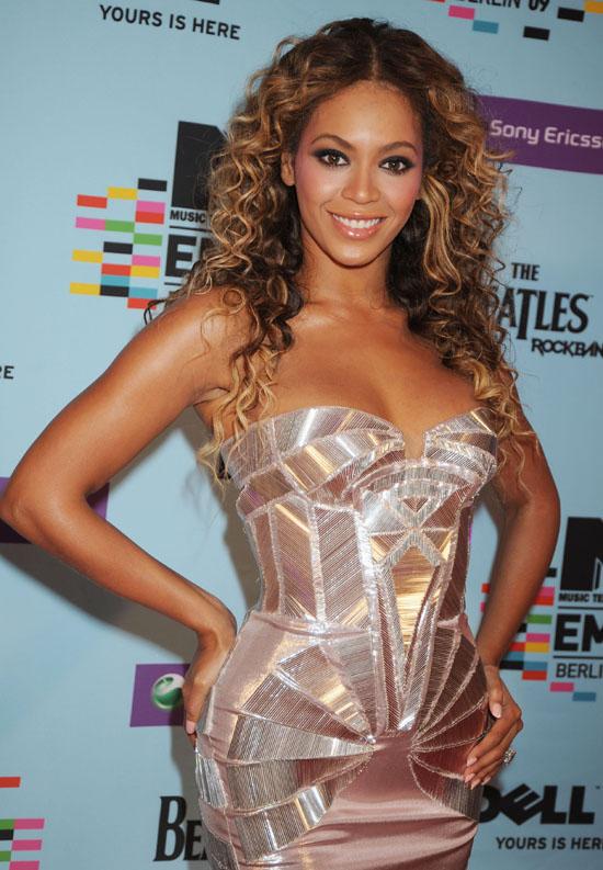 Beyonce // 2009 MTV Europe Music Awards (Red Carpet)