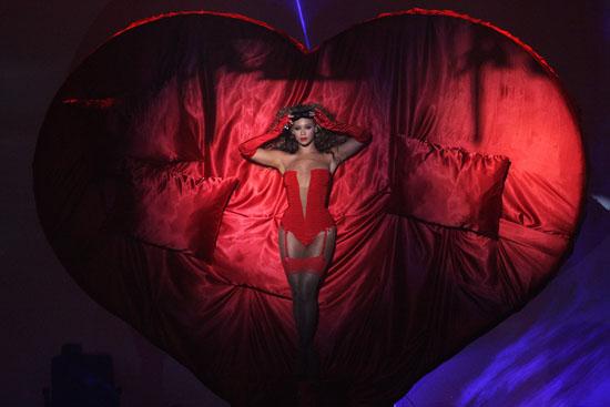 "Beyonce performing ""Sweet Dreams"" // 2009 MTV Europe Music Awards in Germany"