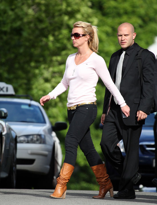 Britney Spears out & about in Perth, Australia (November 7th 2009)