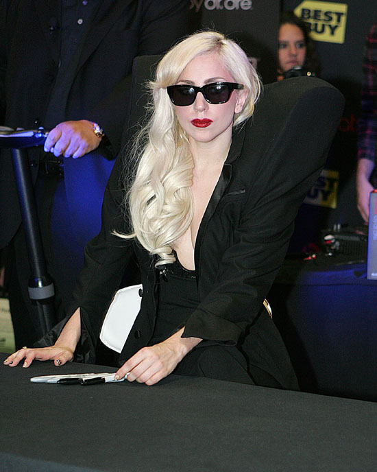 """Lady Gaga // """"The Fame Monster"""" Album Signing at Best Buy in Los Angeles"""