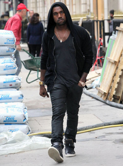 Kanye West shopping in Paris, France - November 24th 2009