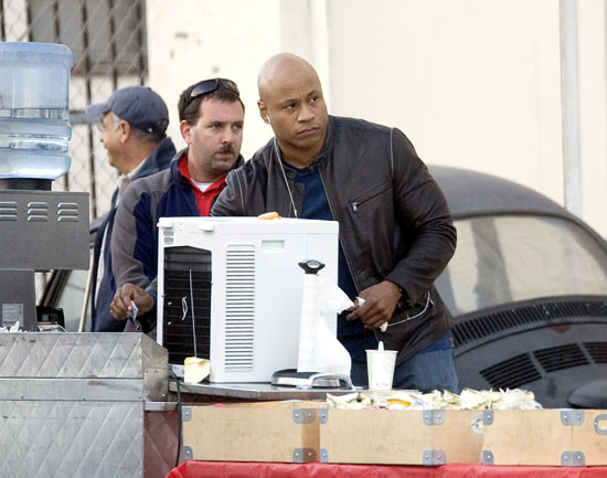 """LL Cool J on the set of his show """"NCIS: LA"""" in Los Angeles (November 4th 2009)"""