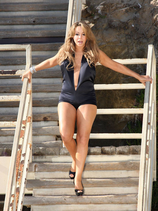 "Mariah Carey on the set of her ""H.A.T.E.U."" music video in Malibu, California (November 4th 2009)"