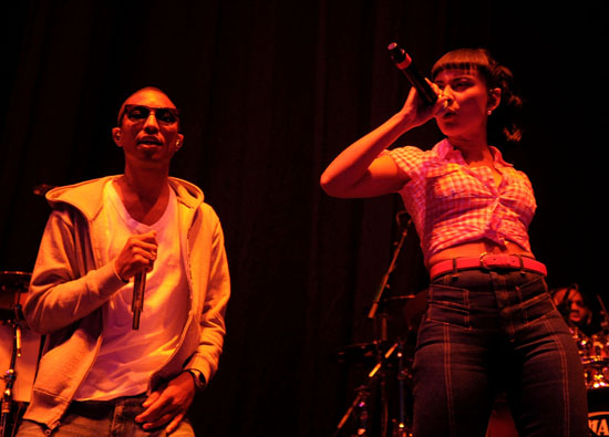 Pharrell Williams and Rhea // Jay-Z concert in Canada (October 31st 2009)