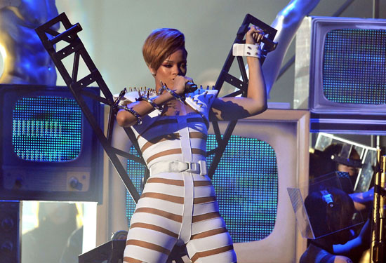 Rihanna // 2009 American Music Awards (Show)