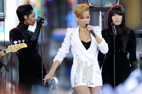 Rihanna // Good Morning America - November 24th 2009