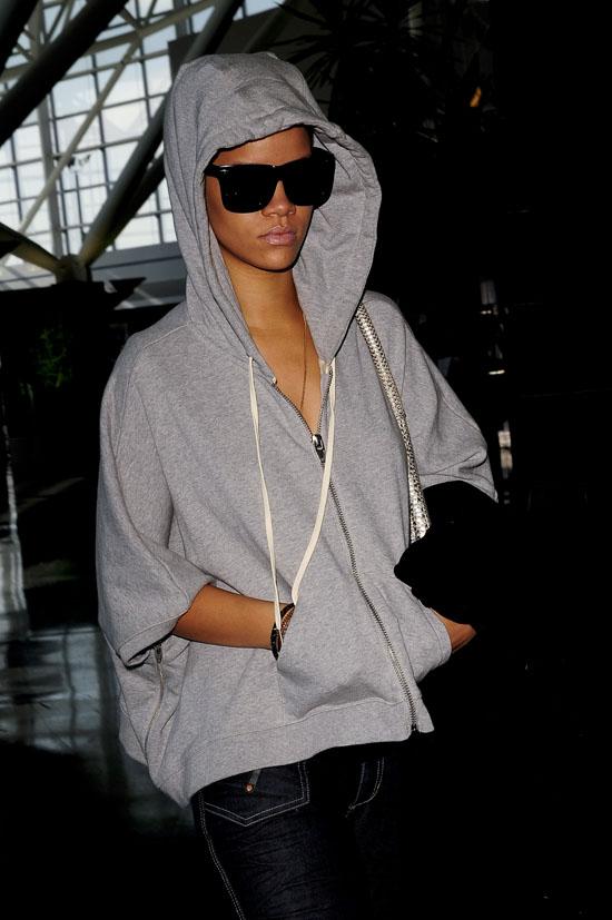 Rihanna at the John F. Kennedy International Airport (November 3rd 2009)