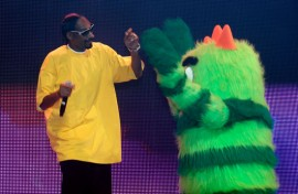 "Snoop Dogg and Brobee // ""Yo Gabba Gabba! : There's A Party In My City"" Live Show"