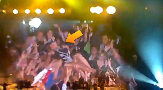 VIDEO: Beyonce Stage Dives into the Audience at London Concert! -- click to watch!