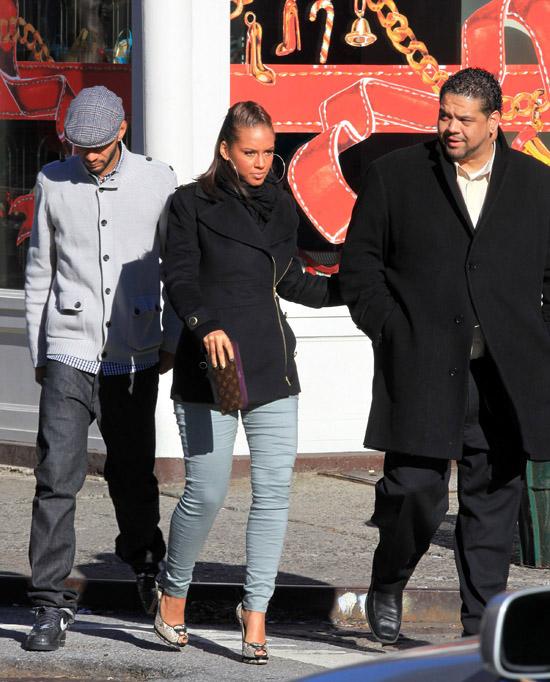 Alicia Keys & Swizz Beatz shopping in New York City - December 17th 2009