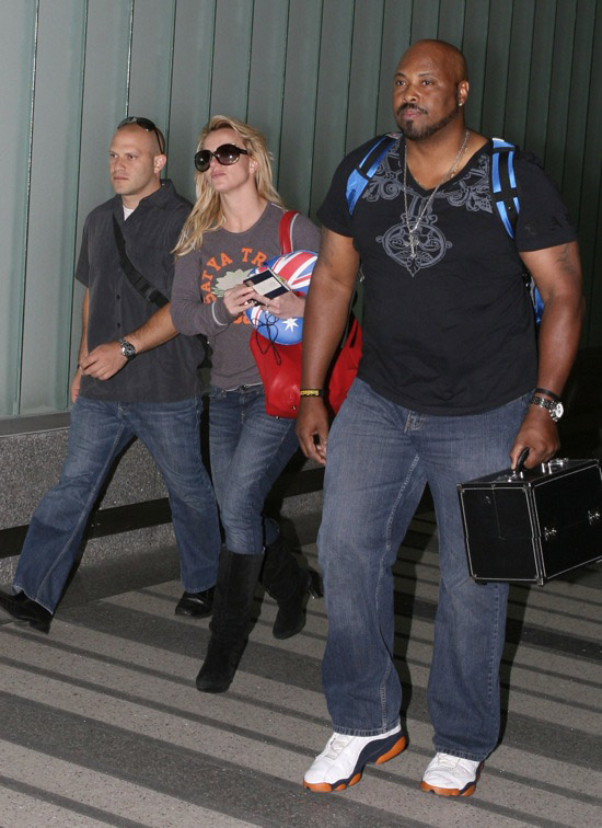 Britney Spears arrives at LAX airport in Los Angeles - November 30th 2009