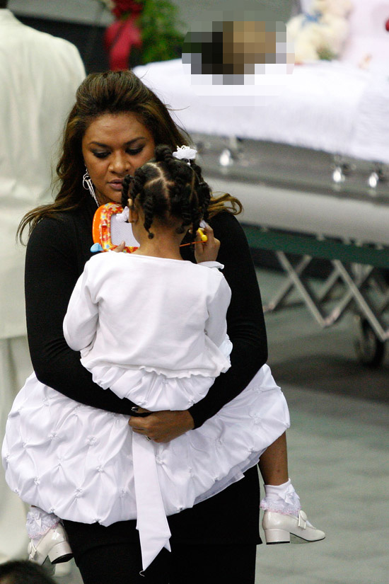 Chris Henry's fiancee Loleini Tonga and their daughter Seini // Cincinnati Bengals player Chris Henry's (#15) funeral