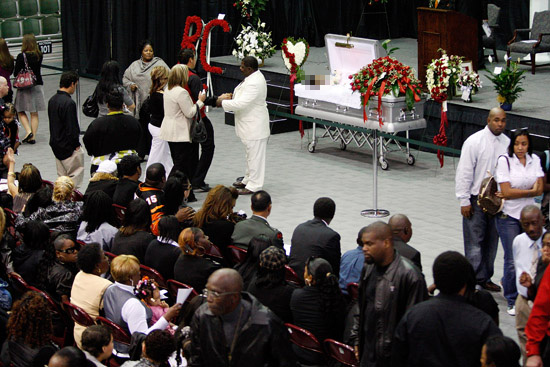 Cincinnati Bengals player Chris Henry's (#15) funeral