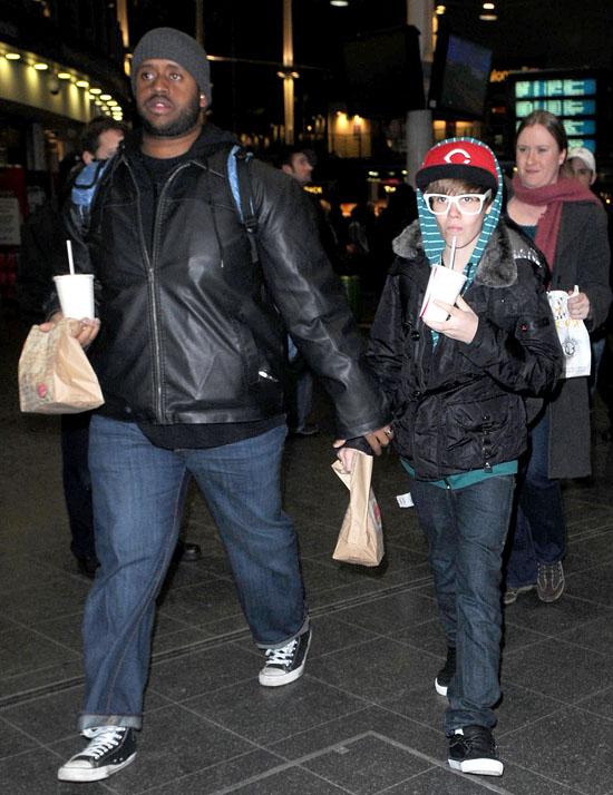 justin bieber bodyguard. pop singer Justin Bieber,