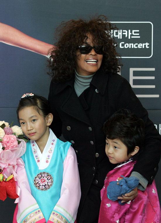 Whitney Houston Arrives in Incheon, South Korea to Kick ...