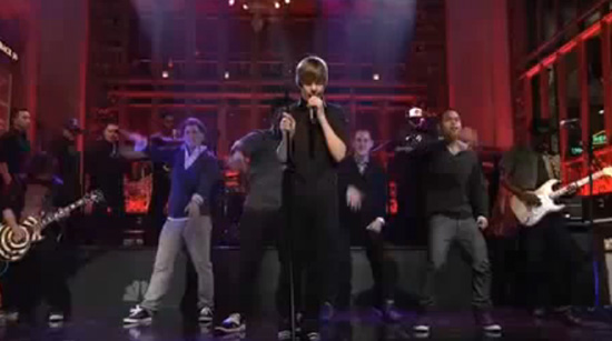 VIDEO: Justin Bieber Performs