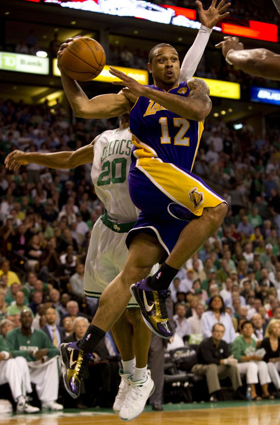 Shannon Brown (Lakers - #12) and Ray Allen (Celtics - #20 ...