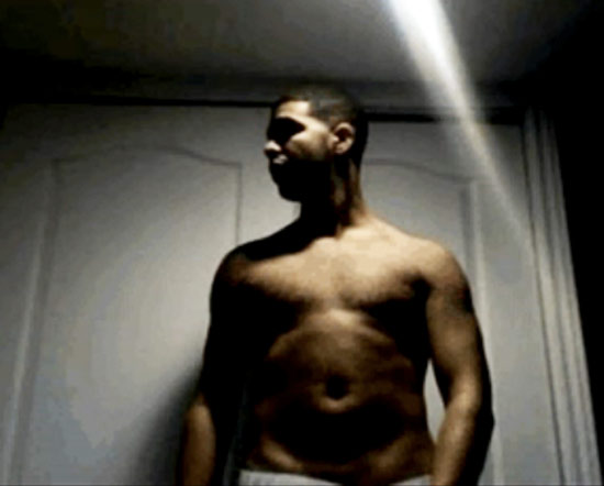 Quick Pic Drake Takes His Shirt Off