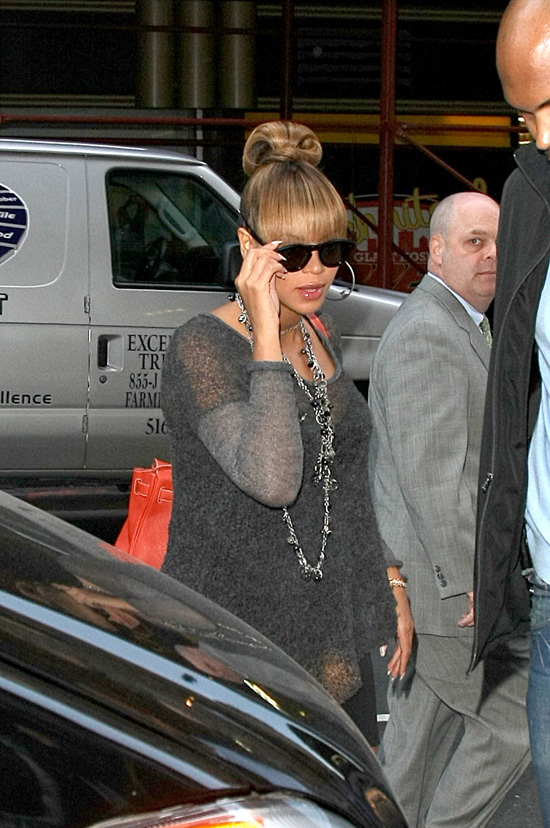 to article beyonce flashes some leg in new york city photos