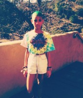 Willow Smith dyes her hair green