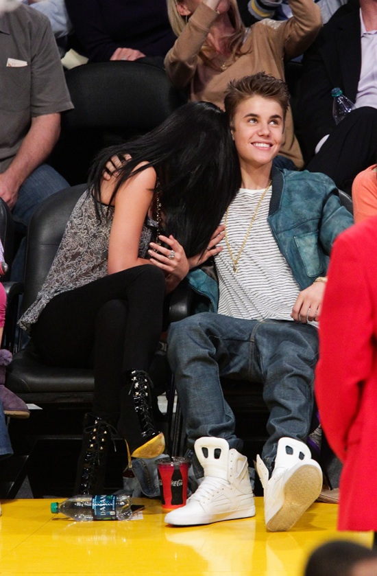 Justin Bieber And Selena Gomez Spotted Kissing At Lakers