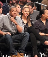 Jay-Z, Beyonce and cousin Angie watch the Brooklyn Nets play against the Los Angeles Clippers (Nov 23 2012)