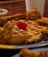 Beyonce shows off some delicious chicken & waffles