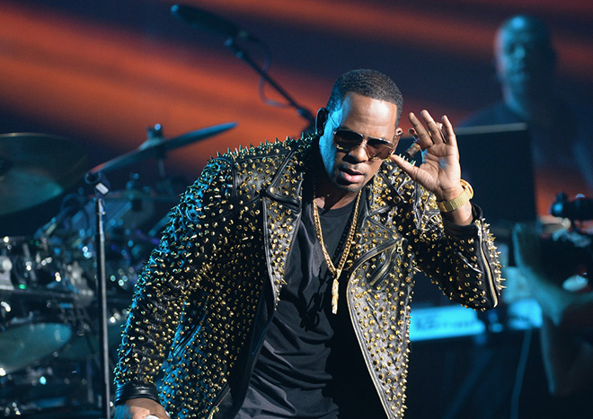 R  Kelly Relives His Greatest Hits During 2013 BET Awards