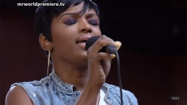 ariane-sings