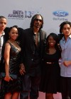 Snoop Dogg/Lion and his family on the red carpet of the 2013 BET Awards