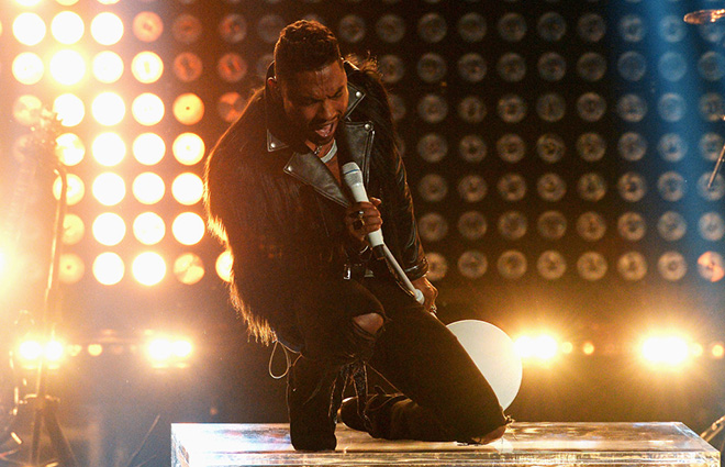 """Miguel Performs """"How Many Drinks"""" with Kendrick Lamar at the 2013 BET Awards"""