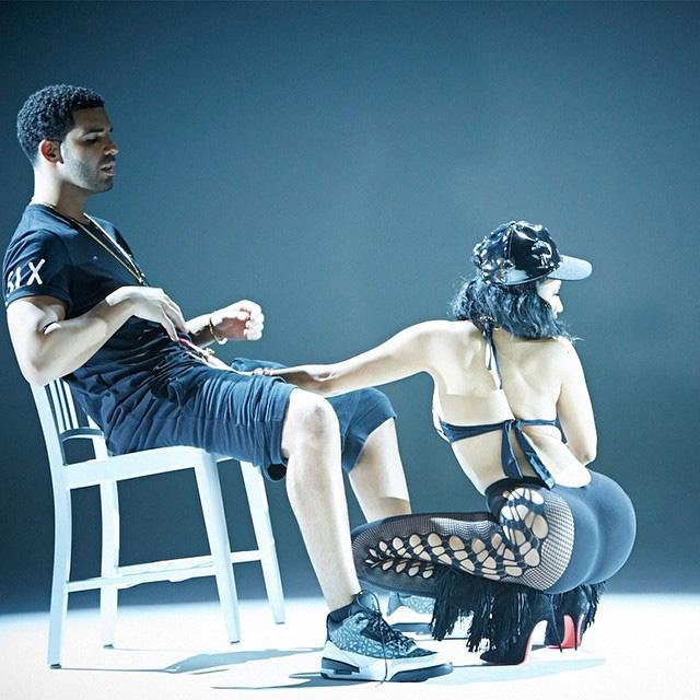 """Drake Gets Boner from Nicki Minaj Lapdance in """"Anaconda"""" Video"""