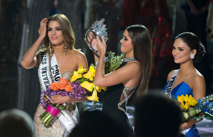 miss-universe-crown-snatching