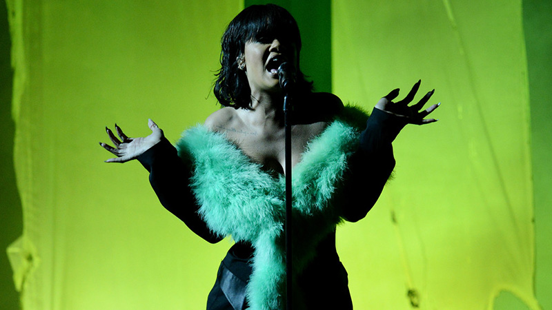 Watch Rihanna Stun With