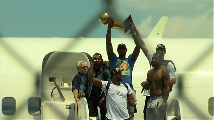 jr-smith-no-shirt-plane