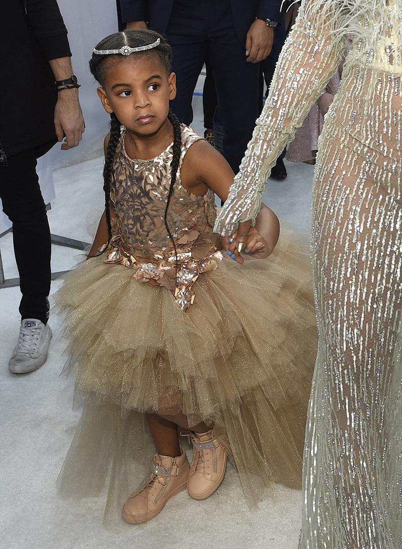 Beyoncé and Blue Ivy on the 2016 MTV VMAs White Carpet