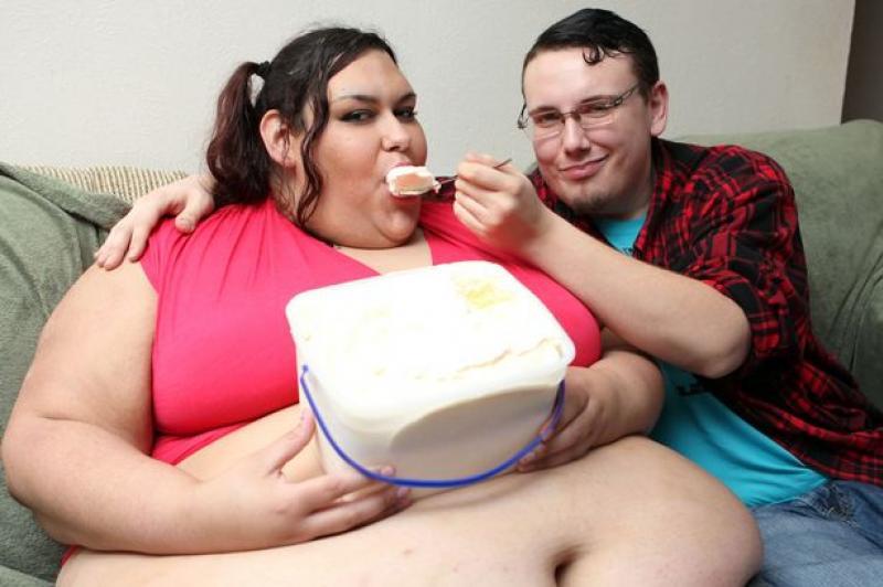 Толстая женщина придавила