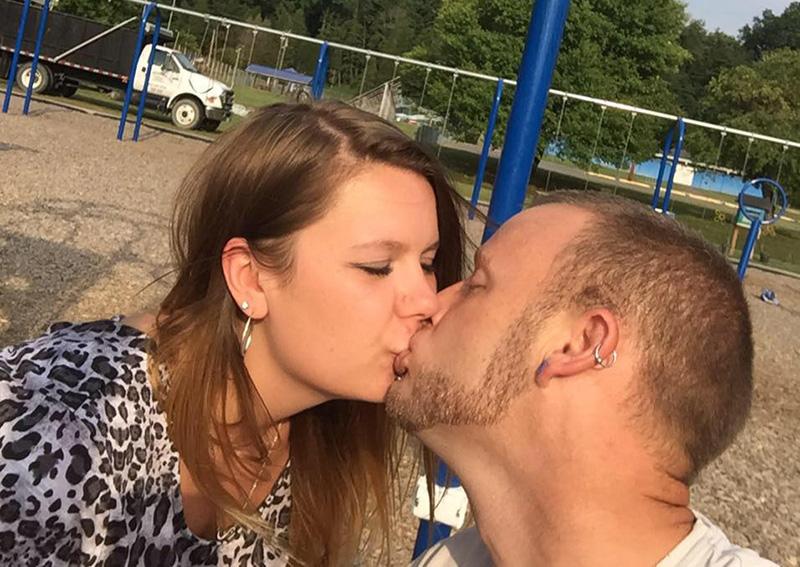 benjamin-amanda-kissing